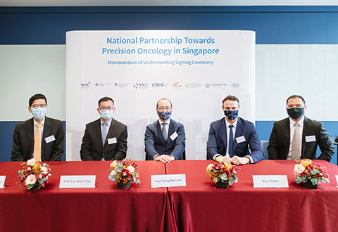 [Left to Right] Professor Tan Chorh Chuan (Chief Health Scientist, Ministry of Health), Professor Lim Soon Thye (Co-Executive Director of STCC and Deputy Medical Director (Clinical) at NCCS), Professor Chng Wee Joo (Executive Director of STCC and Director of NCIS), Mr Ryan Harper (General Manager of Roche Singapore) and Mr Jek Fong (Director, Patient Access and Personalised Healthcare, Roche Singapore) at the Memorandum of Understanding signing ceremony. The ceremony was witnessed by Prof Tan. This unique partnership between public and private sector institutions in Singapore aims to build the foundation for personalised healthcare in Singapore to advance its adoption in cancer care and help improve health outcomes for people with cancer.
